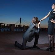 man-proposing-to-woman1