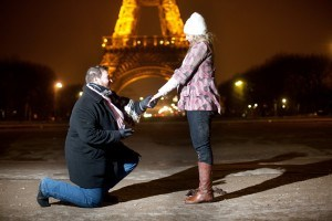 Man proposing in front of Eiffel Tower