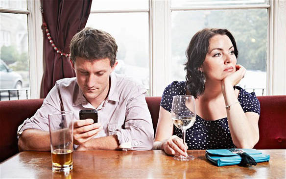 Man more interested in his phone than his date